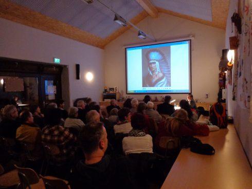 Vortragsprogramm des Fördervereins Karl-May-Museum e.V.: Blick in den voll besetzten Vortragsraum