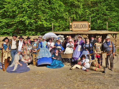 Födervereinsmitglieder in historischer Kleidung auf den Karl-May-Festtagen Radebeul