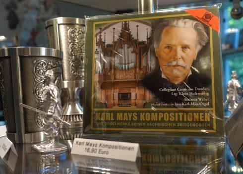 Detailaufnahme im Souvenir-Shop: CD mit Karl-May-Kompositionen
