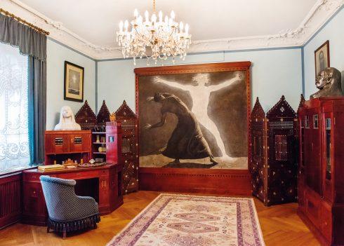 """Blick in das Empfangszimmer Karl Mays mit dem Großbild """"der Chodem"""