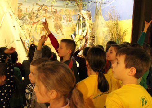 Child museum guides on a guided tour