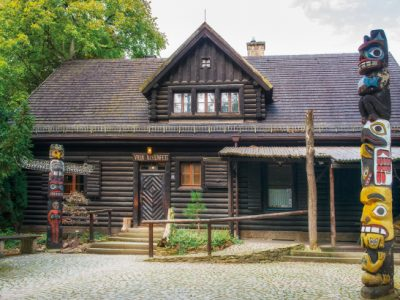 "Villa Bärenfett log cabin contains the exhibition ""North American Indians"""