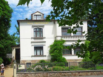 """Villa Shatterhand, ehemaliges Wohnhaus Karl Mays im Sommer mit der Ausstellung """"Karl May - Leben & Werk"""""""