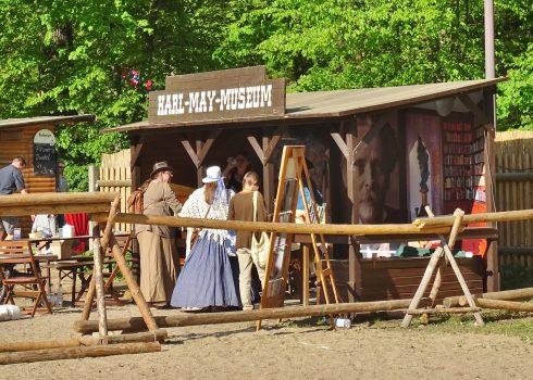 Stand des Födervereins im Western-Look zu den Karl-May-Festtagen Radebeul